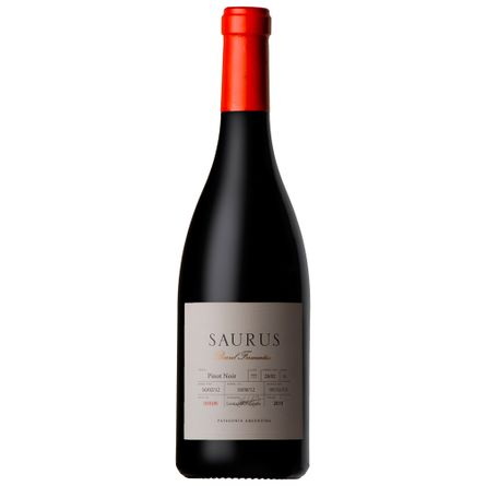 Saurus-Barrel-Fermented-750-ml-Pinot-Noir-Botella